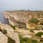 Sur le sentier du haut des falaises de Ta-Cenc à Gozo