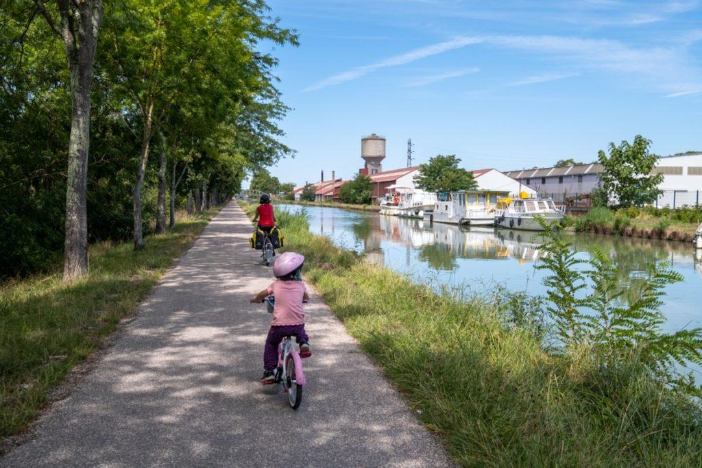 Près de Agen sur le Canal des 2 mers à vélo