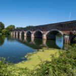 Le magnifique pont-canal de Moissac permettant au canal latéral à la Garonne de franchir le Tarn
