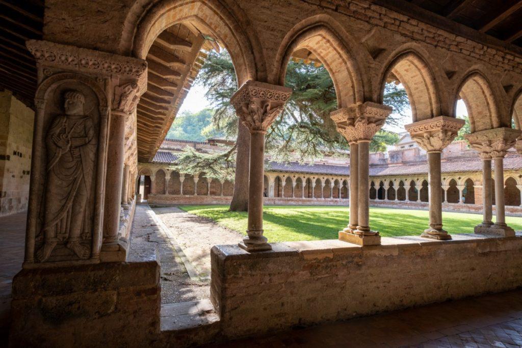 Visite incontournable douce et ludique du cloitre de l'abbaye de Moissac, inscrit au patrimoine de l'UNESCO