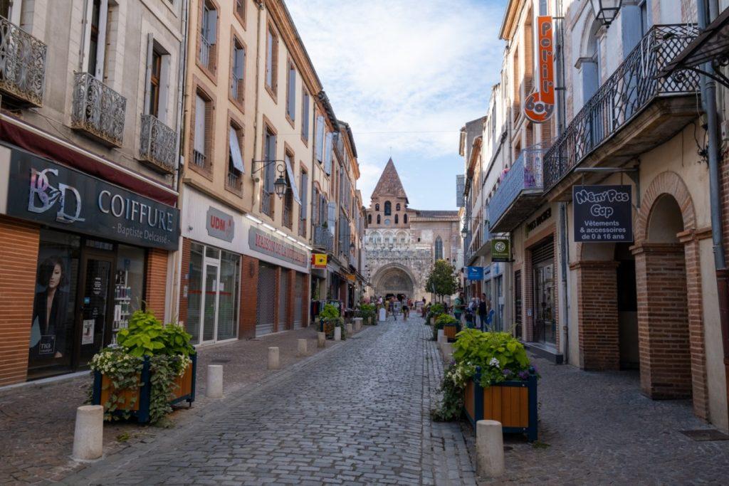 Rue commerçante menant à l'abbaye de Moissac
