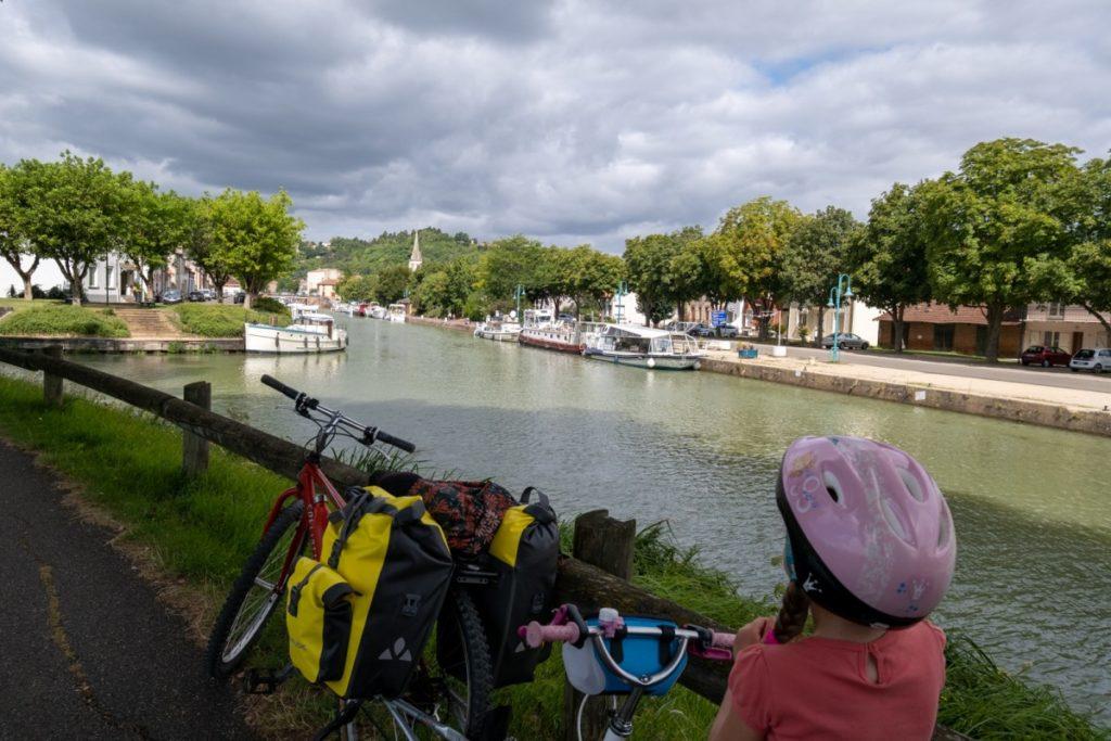 Moissac à vélo en famille sur la Canal de la Garonne