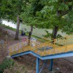 Escalier avec rampes à vélo pour rejoindre la base de loisirs de St Nicolas-de-la-Grave