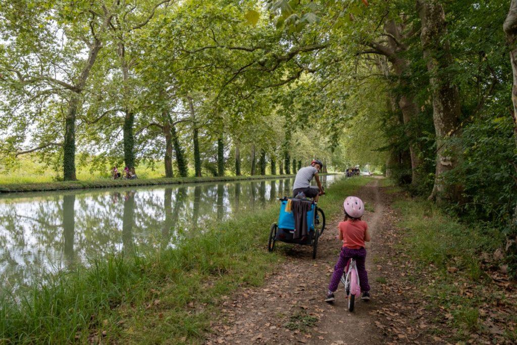 Essai d'un parcours alternatif sur le chemin de halage d'en face sur le canal des 2 mers à vélo