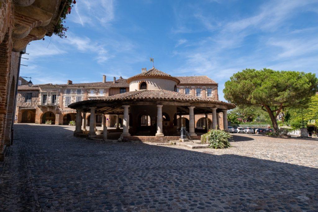Auvillar, l'un des Plus Beaux Villages de France à 6km du Canal des 2 mers à vélo