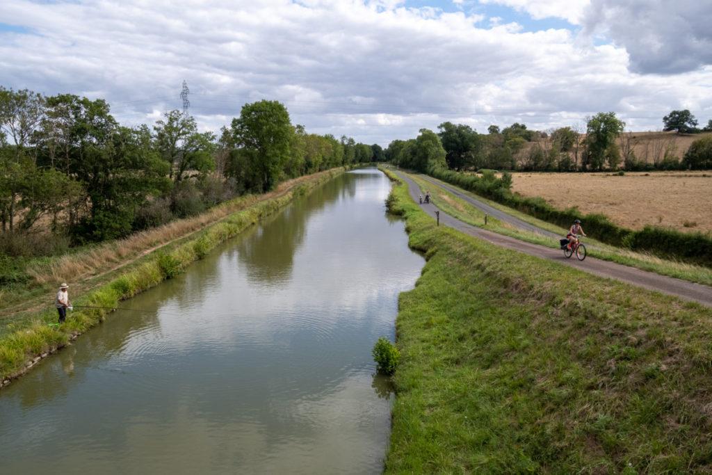 Cohabitation tranquille sur le canal du Nivernais