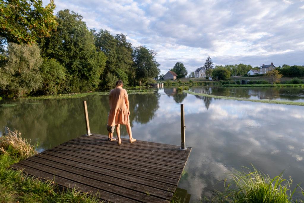 Coucher du soleil bucolique sur le plan d'eau de Paneçot