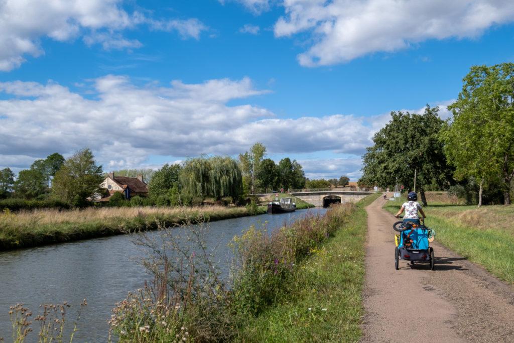 Le canal du NIvernais à vélo en famille