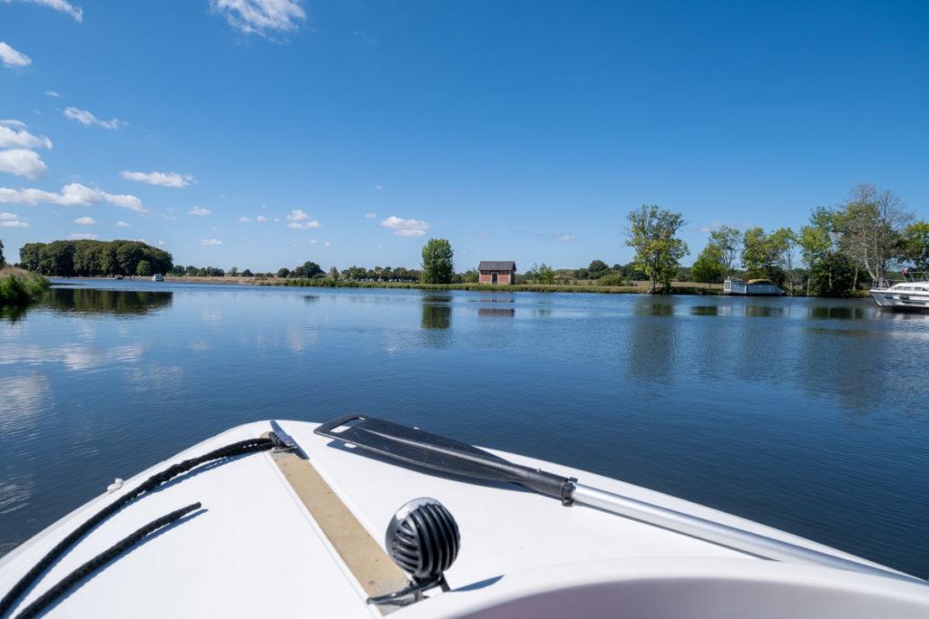 En bateau électrique entre le lac de Baye et les voutes de la Colancelle