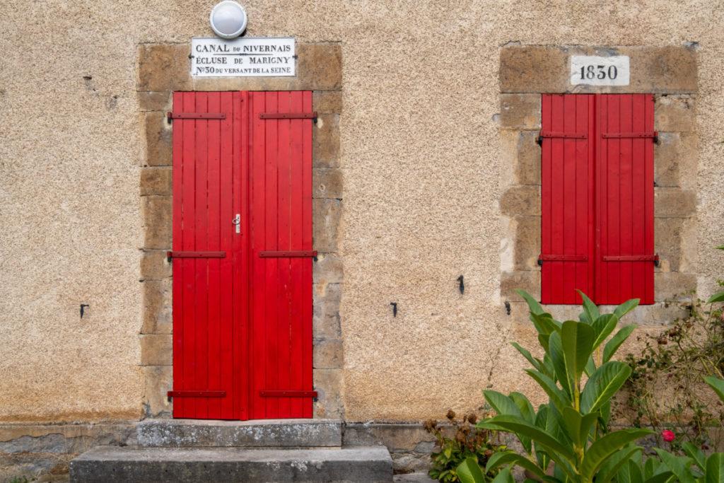 Ecluse N°30 sur le canal du Nivernais de Decize à Auxerre
