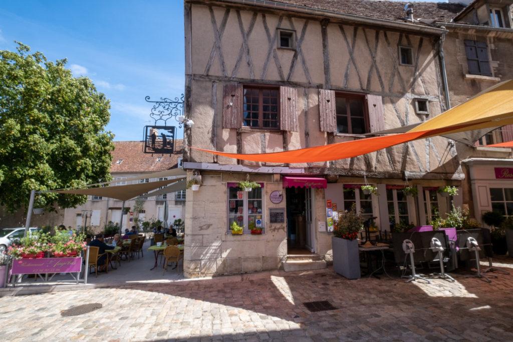 Dans les ruelles du village médiéval de Clamecy